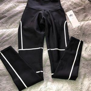d4c2b3f7c7 ALO Yoga Pants - Alo Yoga halftime leggings 🌔